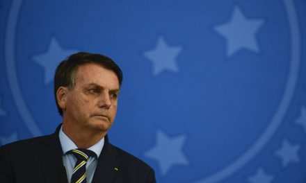 Bolsonaro sanciona com 11 vetos lei que altera auxílio emergencial