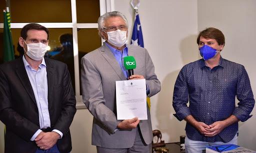 Governador sanciona lei que destina R$ 351 milhões aos Hospitais de Campanha de Goiás
