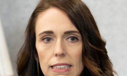Nova Zelândia anuncia fim da transmissão local comunitária de covid-19