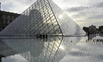 Louvre, Torre Eiffel e Versailles vão continuar fechados aos turistas