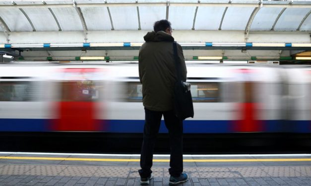 Mortes por covid-19 no Reino Unido chegam a 38 mil, pior da Europa