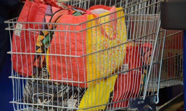 Supermercados do RJ tiram de circulação 2 bilhões de sacolas plásticas