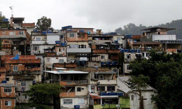 Mais da metade das pessoas nas favelas não se previne contra covid-19