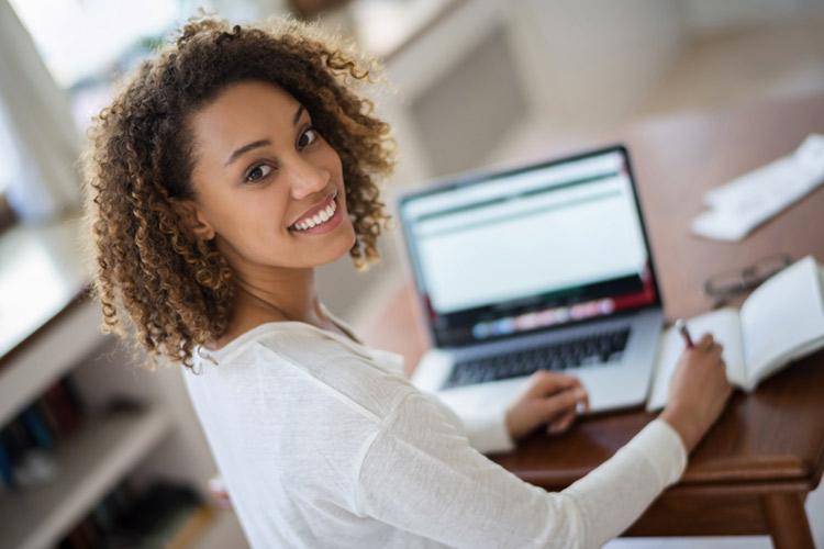 Projeto prevê crédito para estudante comprar computador