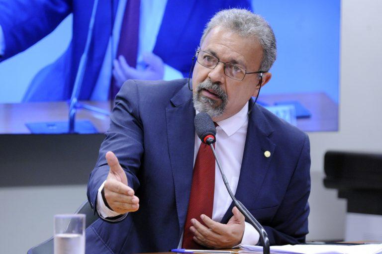 Deputados pedem urgência para projeto que obriga bilionários a emprestar dinheiro ao governo
