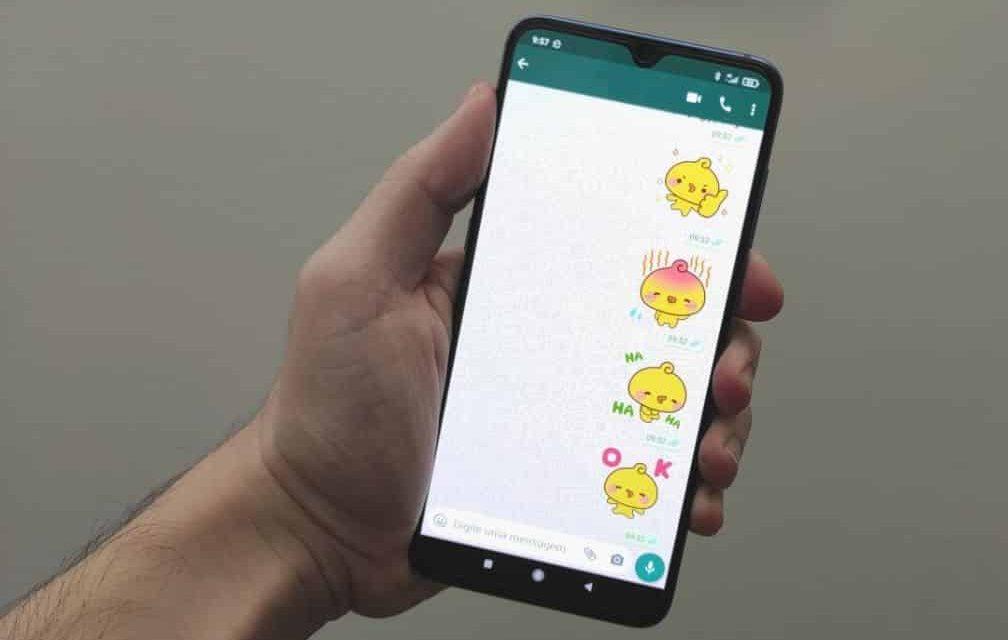 Como baixar o primeiro pacote de figurinhas animadas do WhatsApp
