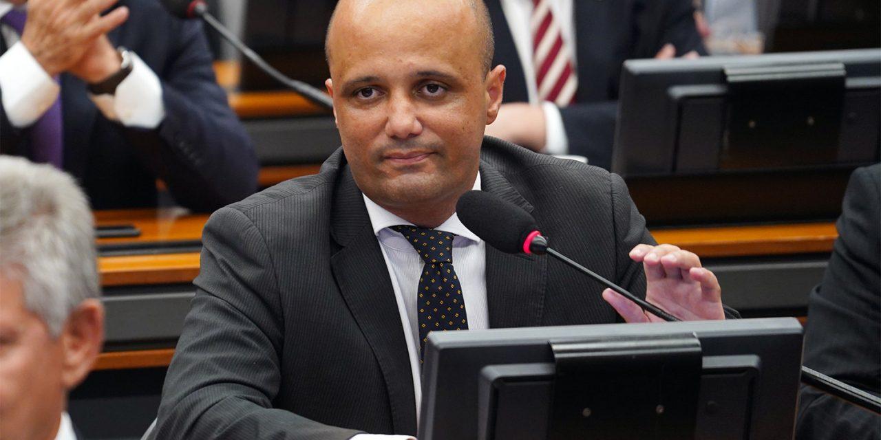 Diap: Vitor Hugo é único goiano entre 100 cabeças do Congresso