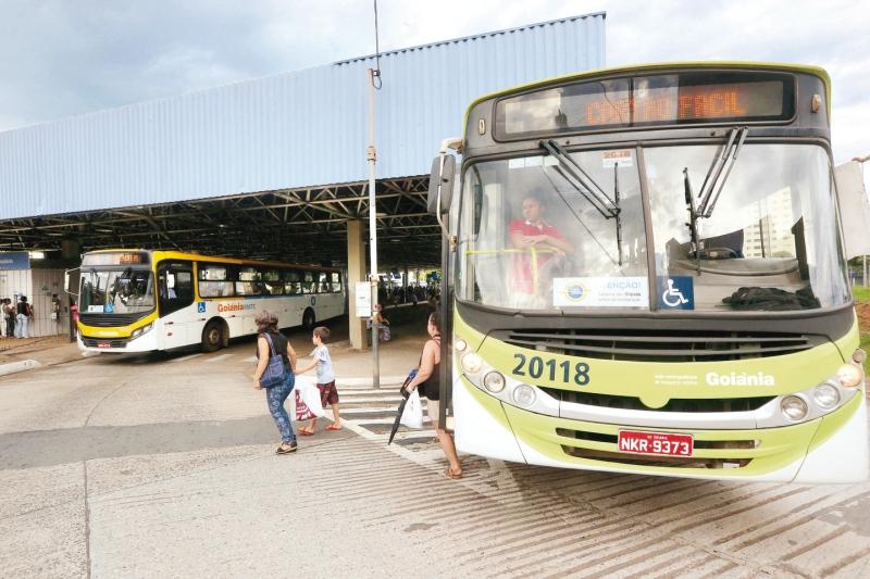 Consórcio de empresas de transporte defende fechamento dos terminais de Goiânia