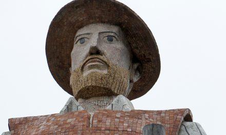 """""""Retirada de estátuas deve ser acompanhada de debates públicos sobre a história"""", diz urbanista"""