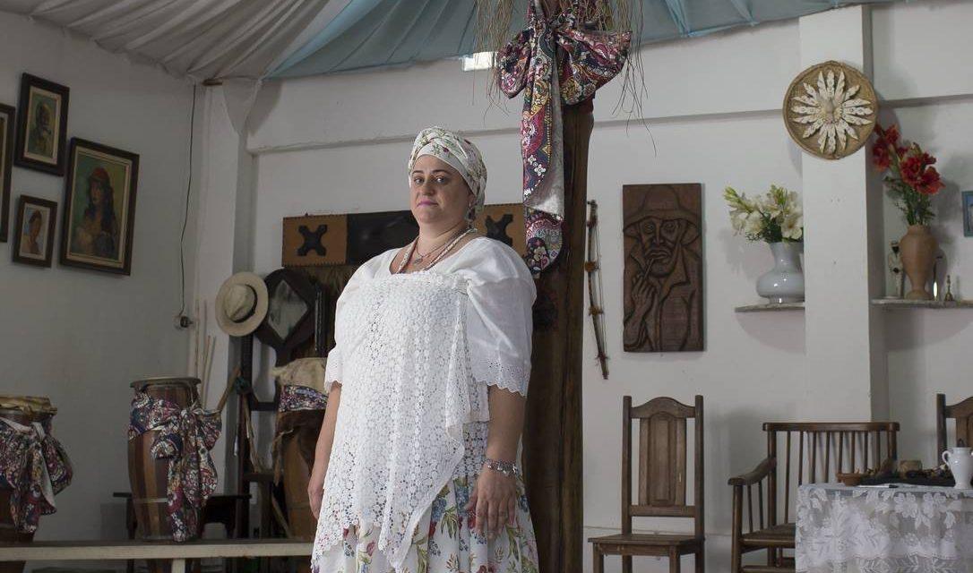 Mãe perde guarda da filha de 12 anos após menina passar por ritual do candomblé