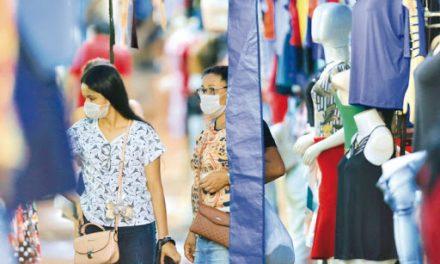 Confiança do consumidor sobe 1,4 ponto em agosto, diz FGV