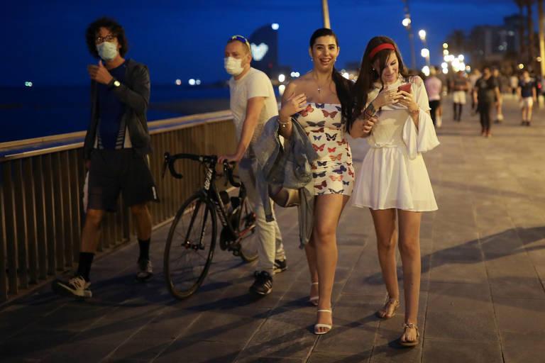 Pessoas de 20 a 40 anos estão impulsionando pandemia, diz OMS