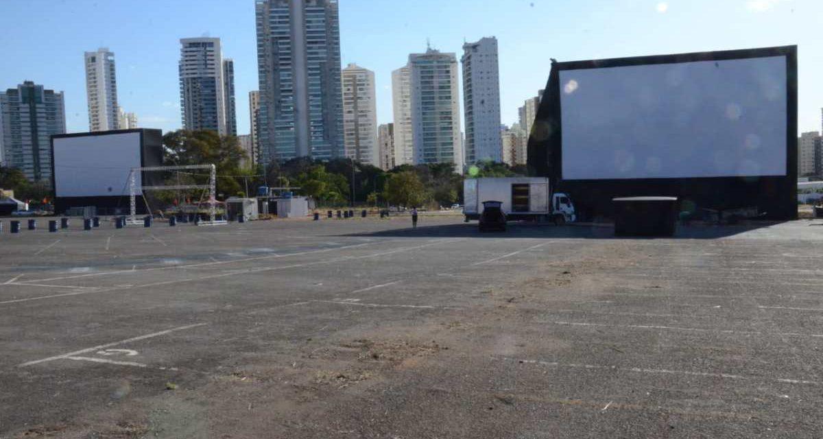 Drive-in inicia atividades no estacionamento do Serra Dourada
