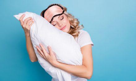 Fronha de seda – Os benefícios da peça para a pele e cabelo
