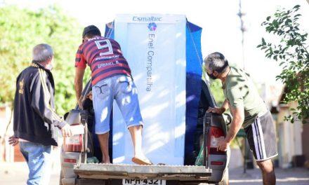 Em parceria com a Enel, Governo de Goiás entrega de geladeiras a famílias de baixa renda
