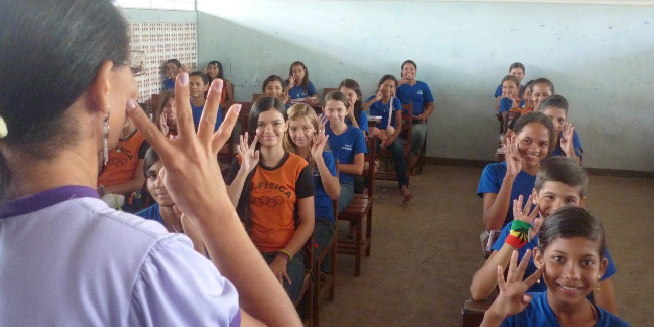 Ensino de Libras poderá ser obrigatório a todos estudantes