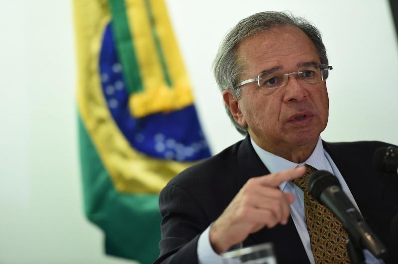 Senadores convidam Guedes a explicar crítica ao Senado
