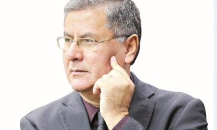 Reginaldo Melo entrega cargo de secretário a Iris