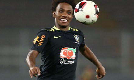 Meia-atacante brasileiro Willian pode trocar Chelsea por Arsenal