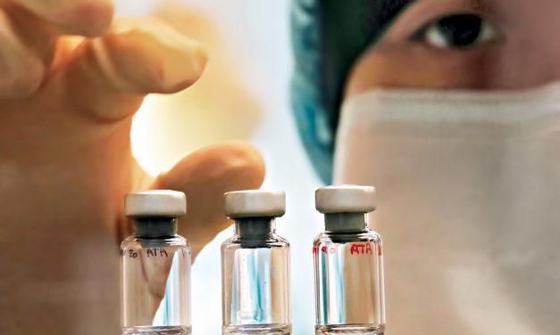Estudo com a vacina de Oxford é suspenso após reação adversa em paciente