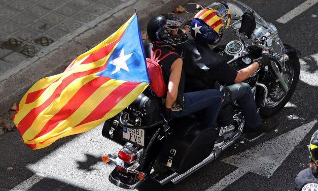 Manifestantes ateiam fogo em linhas de trem da Catalunha