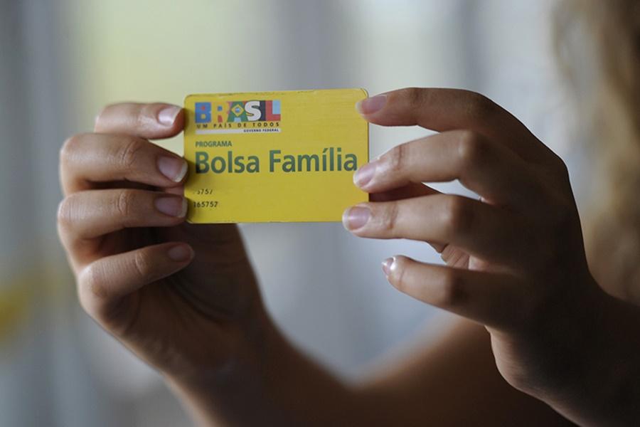 Bolsa Família poderá atender mais pessoas, diz secretário do Tesouro