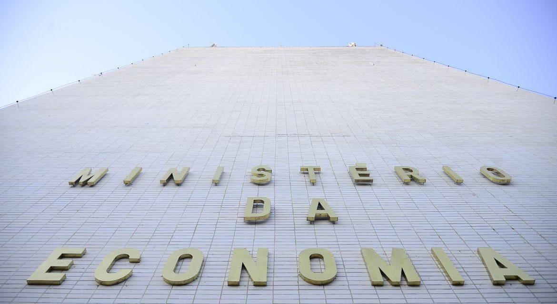 Ministério melhora previsão de queda da economia