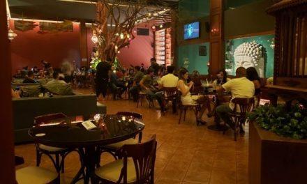 Com prejuízo calculado em R$ 8 bilhões, bares e restaurantes de Goiânia operam com dificuldade após retomada