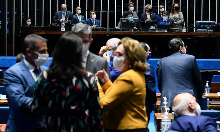 Senadores criticam proposta de tirar dinheiro do Fundeb para o Renda Cidadã