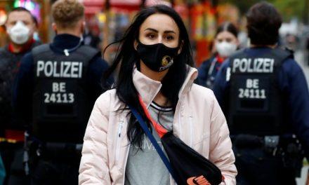 Alemanha adotará lockdown de um mês em reação à disparada de covid-19
