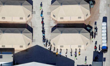 Pais de 545 crianças separadas na fronteira dos EUA não foram localizados