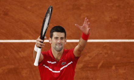 Djokovic supera Tsitsipas e disputa final de Roland Garros com Nadal