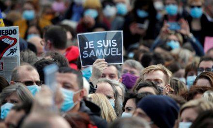 Grupos fazem tributo a professor francês decapitado