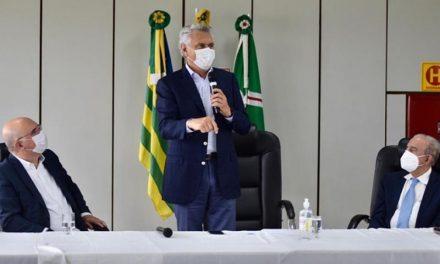 Em Goiânia, ministro da Educação confirma recursos para garantir segurança às escolas quando retornarem aulas presenciais