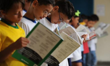 Correios e MEC preparam a entrega de 197 milhões de livros didáticos