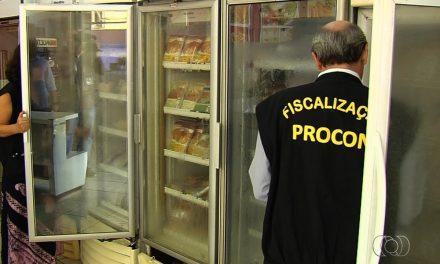 Procon e Decon apreendem 60 quilos de alimentos impróprios
