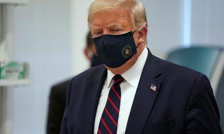 """Trump deixa hospital: """"Não temam a covid-19"""""""