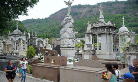 Cemitério carioca faz homenagem aos cientistas que combatem a covid-19