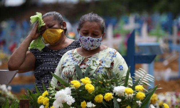 Brasil tem quase 250 mil mortes por Covid desde março e diminui distância para os EUA