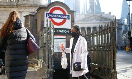 Aprovação de vacina pode ajudar a reduzir restrições no Reino Unido