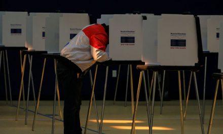 Eleição nos EUA começa com filas curtas e calma