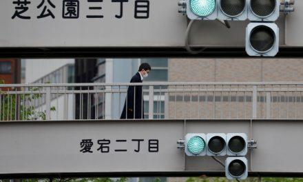 Recorde de casos leva Tóquio a adotar alerta máximo contra covid-19
