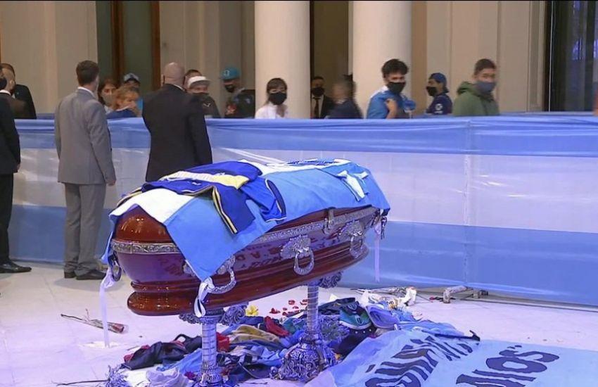 Corpo de Maradona é velado no palácio presidencial da Argentina