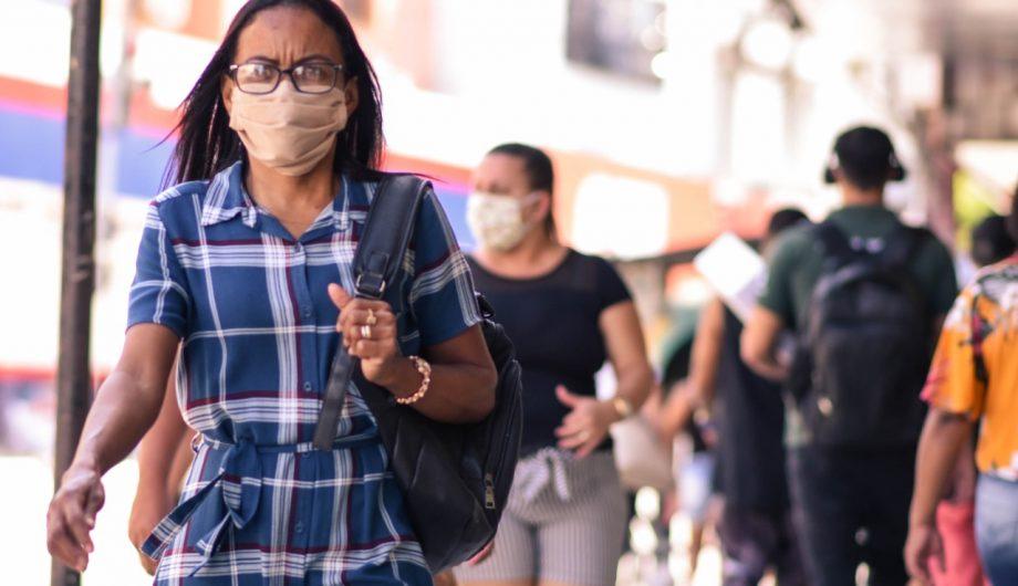 Iris sanciona lei que reduz valor de multa para quem transitar sem máscara em Goiânia