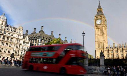 UE pede que Reino Unido tome posição em negociação comercial do Brexit