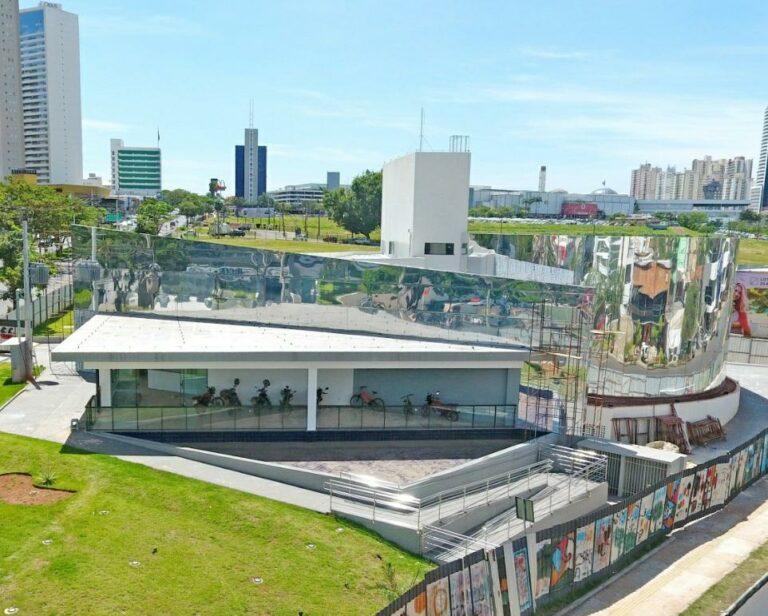 Inaugurada Casa de Vidro Antônio Poteiro