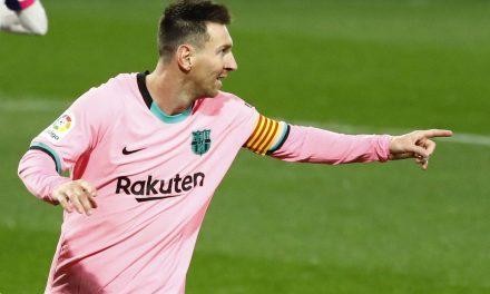 Messi passa marca de gols de Pelé por um mesmo clube em jogos oficiais