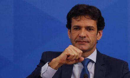Bolsonaro demite ministro do Turismo