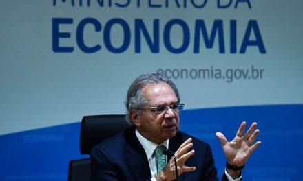 Vacinação em massa é capítulo mais importante da pandemia, diz Guedes