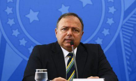 Pazuello diz que fica no cargo enquanto Bolsonaro busca 'reorganizar' Ministério
